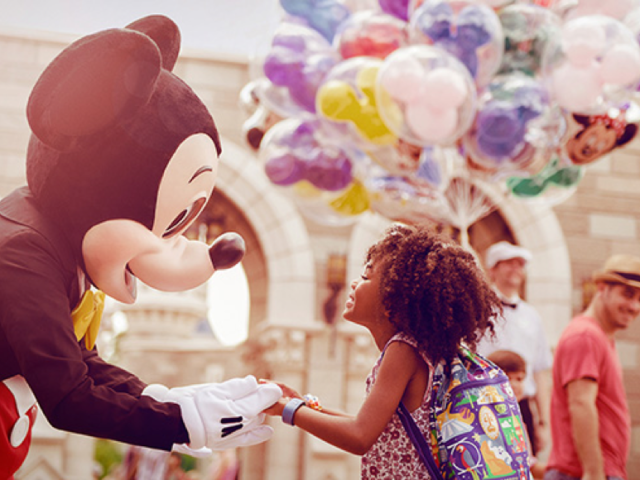 'TIS THE SEASON TO GIVE THE GIFT OF AN UNFORGETTABLE WALT DISNEY WORLD VACATION