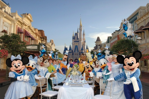 Dine with Disney Characters